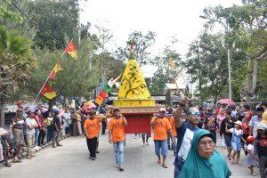 Larung Sesaji dan Syukuran Nelayan Dusun Sendang Biru