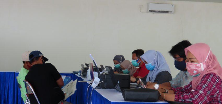 Dalam Rangka Memudahkan Penerbitan Perijinan Nelayan, DPMPTSP Jatim Melakukan Roadshow Pelayanan Perijinan di UPT PPP Pondokdadap